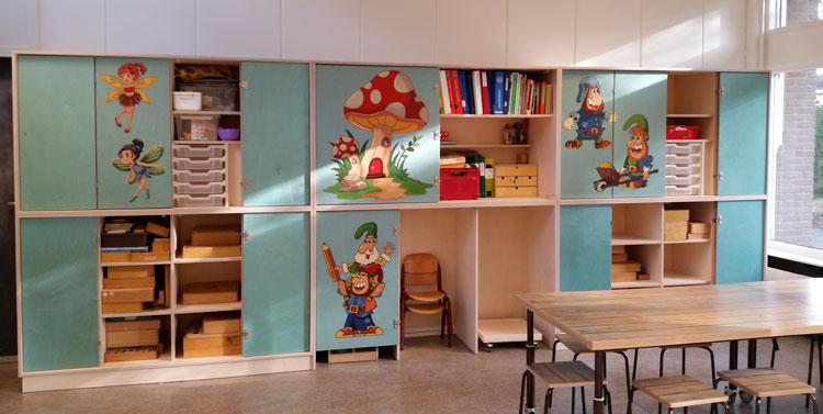 Wieltjes Onder Kast : 2kick meubelfabriek stoere kinderstoeltjes aan lage tafel op wielen