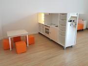 2KICK Daffy Keuken Theaterkast Tafel Mini Poefjes Oranje
