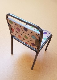 2KICK Kinderstoel Industrie met Potloodprint Achterkant