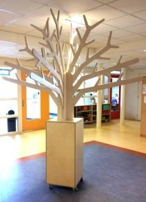 Grote Themaboom in Sokkel op Wielen 2Kick 2