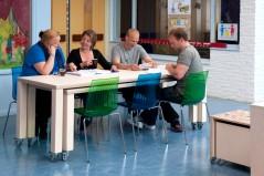 Tamboerijn Tafels onder Elkaar met Stoelen Lerarenkamer