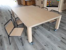 2KICK Kinderstoel Industrie Tafel met Houten Poten op Wielen