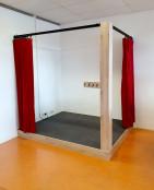2KICK Theaterpodium Brandwerende Gordijnen Vloerbedekking Kapstok 1