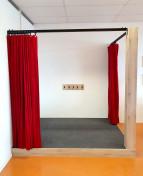 2KICK Theaterpodium Brandwerende Gordijnen Vloerbedekking Kapstok