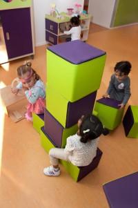 De-kring-Toren-bouwen-met-poefjes