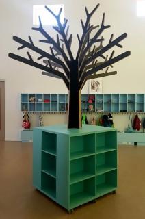 2KICK Themaboom met Boekenkast Boom in Berken Multiplex beplakt met HPL Zwart Web