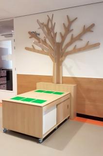 2KICK Houten Themaboom Wandmodel met Ombouw en Legotafel op Wielen